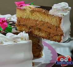 OBolo de Doce de Leite com Ameixaé a sobremesa perfeita para qualquer hora do seu dia.