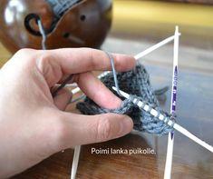 silmukoiden poimiminen kantalapun reunasta 3 Knitting Stiches, Knitting Socks, Knitting Patterns, Knitting Tutorials, Crochet Socks, Knit Crochet, Handicraft, Mittens, Sewing Crafts