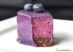 Brownie bottom Blueberry Mousse Cake Recipe Blueberry mousse on a chocolate sponge glazeret with a blueberry milk glaze. Recipes at below, enjoy! Dessert Mousse, Mousse Cake, Sweet Recipes, Cake Recipes, Dessert Recipes, Cupcakes, Food Cakes, Mini Cakes, Let Them Eat Cake