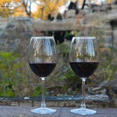 #autumn #yellow #window #wine #redwine #winelovers #redwinelovers #cabernetsauvignon #merlot #cabernetfranc #pinotnoir #perfectday