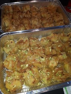 Greek Sweets, Wedding Pillows, Greek Recipes, Beef, Cakes, Chicken, Desserts, Food, Recipes