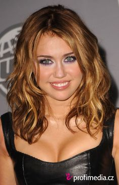 9 Best Miley Cyrus Images Celebrities Short Haircuts Short