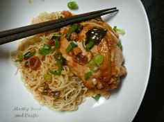 Slow Cooker Peking Chicken  http://www.mostlyfoodandcrafts.com/2012/10/slow-cooker-peking-chicken.html#