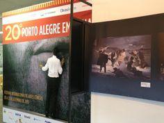 """Está em exibição no saguão do Centro Municipal de Cultural Lupicínio Rodrigues a exposição """"Porto Alegre Em Cena 20 anos"""", mostra que comemora as 20 edições do Festival homônimo."""