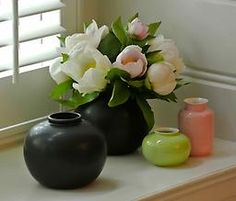 Black porcelain vase with spring flowers