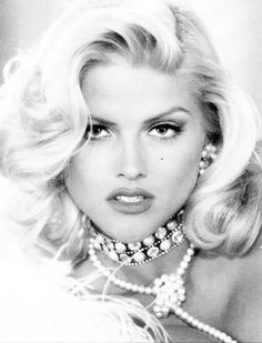 (November 1967 – February Vickie Lynn Marshall known by her moniker Anna Nicole Smith, was an American model, actress and television personality. Anna Nicole Smith, Ann Nicole, Anna Smith, Top Models, Marilyn Monroe, Beautiful People, Most Beautiful, Beautiful Women, Beautiful Pictures