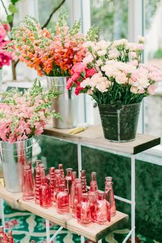 Blogger Bachelorettes: A Bridal Shower/ Bachelorette Party Flower Bar