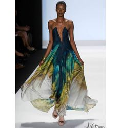 From the Project Runway Season 9 winning collection. In my head, I'm wearing it this summer with gold sandals.