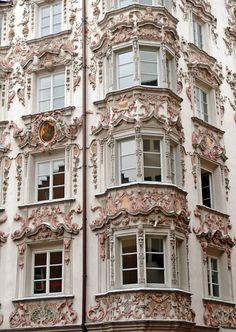 Adorned house facade in Innsbruck, Tyrol, Austria ✯ ωнιмѕу ѕαη∂у Innsbruck, Beautiful Buildings, Beautiful Places, Beautiful Castles, Art Nouveau, Art Deco, Architecture Cool, French Architecture, Installation Architecture