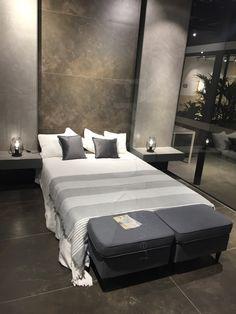 Wand  Und Bodenfläche Mit Fliesen In Naturstein #fliesen #schlafzimmer  #naturstein #braun #marmoriert #natur #elegant #modisch #modern #neu  #interior #home ...