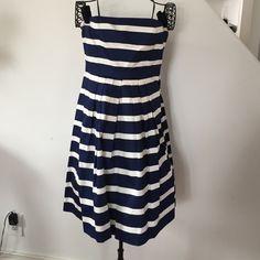 GAP Dress GAP blue and white dress with pockets! GAP Dresses Midi