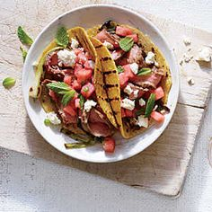 Spicy Flank Steak Tacos with Watermelon Salsa Make taco night quicker and more delicious all at once. The three-pepper spice rub gives the steak wonderful complexity. Beef Recipes, Mexican Food Recipes, Healthy Recipes, Delicious Recipes, Mexican Dishes, Fruit Recipes, Healthy Meals, Beef Meals, Weeknight Recipes