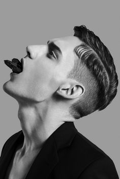 Extraordinary Side Part Haircuts Ideas To Get Looks Excellent For Men – Having spent years in barber shops in Bartow and elsewhere, I have helped many men choose a great hair style for their unique needs. Depending on whet… Popular Haircuts, Haircuts For Men, Men's Haircuts, Buzz Haircut, Side Part Haircut, Mode Blog, Great Hair, Drawing People, Savage