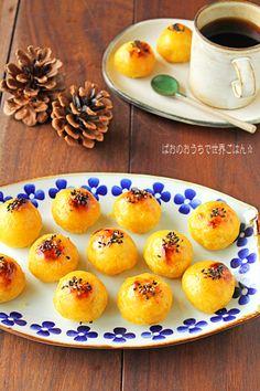 こんにちは〜! 今日はまたしても芋スイーツ〜♪ 今年もスイートポテト焼いちゃいました〜(^^♪ 今年はコロコロかわいいミニスイートポテト! 生クリームは使わずに牛乳で作るあっさりバージョン♪ 先日の 炊飯器でほったらかしで濃密焼き芋〜 を使用しましたよ(^^ Ube Recipes, Sweets Recipes, Desserts, Japanese Sweets, Cafe Food, Culinary Arts, Food Design, Yummy Food, Cooking