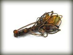 Brosche mit Harlequin Quartz von Kokkozik Jewelry auf DaWanda.com