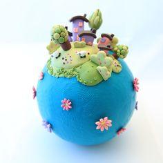petit monde entièrement réalisé en pâte polymère plus d'info sur mon site www.celinemosaik.com