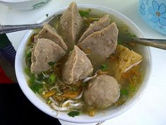 Tips Sehat Makan Bakso saat Liburan Chili Recipes, Asian Recipes, Healthy Recipes, Brunch, Indonesian Cuisine, Indonesian Recipes, Healthy Vegetables, Stuffed Hot Peppers, Snacks