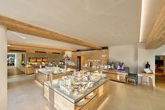Neuer Buffet Bereich im Quellenhof Leutasch in Tirol!   #leadingsparesorts #leadingspa #wellness #spa #beauty #wellnesshotel #wellnessurlaub #buffet #frühstück #abendessen #dinner #design #neu #modern #salat #gesund #gesundheit #fasten #diät #modern #luxushotel #luxusurlaub #hotel #resort #seefeld #tirol Wellness Hotel Tirol, Wellness Spa, Kitchen Island, Buffet, Modern, Furniture, Beauty, Design, Home Decor