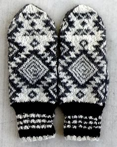 Santa Fe-style mittens with a spiral inside the Navajo star.