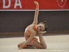 es una niña que esta participando en un torneo internacional