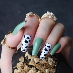 Acrylic Nails Coffin Short, Simple Acrylic Nails, Best Acrylic Nails, Acrylic Nails Green, Painted Acrylic Nails, Cute Gel Nails, Funky Nails, Western Nails, Country Nails