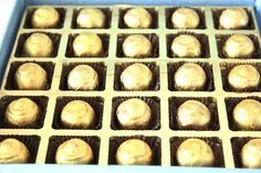 Blue Bathtub - Box with 25 handwrapped chocolates Blue Bathtub, Chocolate Delivery, Birthday Chocolates, Box, Snare Drum