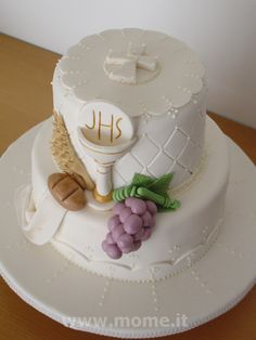 . Fondant Cakes, Cupcake Cakes, Comunion Cakes, Baptism Cupcakes, First Holy Communion Cake, Religious Cakes, Confirmation Cakes, Striped Cake, Sugar Craft