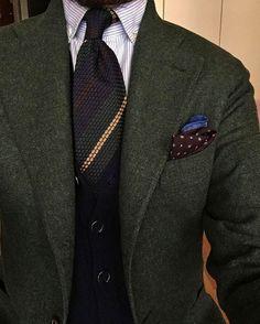 Ari, Lopez Aragón is wearing our tie ¨Dark Green-Yellow Stripes¨. Available at www.sprezza.es Sprezza #sprezza #handmade #fattoamano #italy #spain #napoli #menswear #gentleman