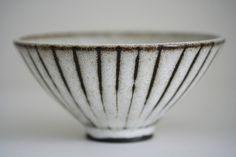 Simple Ceramics by Chikako Kojima - - View NYC based ceramic artist Chikako Kojima's website here. Japanese Ceramics, Japanese Pottery, Modern Ceramics, Ceramics Ideas, Thrown Pottery, Pottery Bowls, Ceramic Pottery, Slab Pottery, Ceramic Clay
