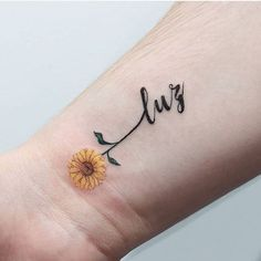 Pretty Small Simple meaningful tattoos for Women. Temporary and Permanent awesome Tattoo ideas for women. look unique with these small meaningful tattoos. Mini Tattoos, Cute Tattoos, Beautiful Tattoos, Mommy Tattoos, Wrist Tattoos, Body Art Tattoos, Small Symbol Tattoos, Symbolic Tattoos, Meaningful Tattoos For Women