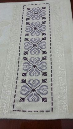 Cross Stitch Geometric, Cross Stitch Borders, Cross Stitch Designs, Cross Stitch Patterns, Cross Stitching, Cross Stitch Embroidery, Palestinian Embroidery, Crochet Borders, Filet Crochet