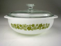 Vintage White w/Green SPRING BLOSSOM CRAZY DAISY Glass PYREX COVERED CASSEROLE #Pyrex