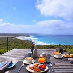 Hotels-live.com/pages/hotels-pas-chers - Now this is how all Sundays should start! An incredible breakfast spread at @southernoceanlodge complete with spectacular ocean beach and wilderness views. Located on #KangarooIsland in @southaustralia the luxurious #SouthernOceanLodge sits atop a secluded cliff on a rugged stretch of coast and whether you're sitting inside or out here you get to take in a full frontal panorama of the dramatic Southern Ocean. Photo: @swannysa #RestaurantAustralia via…