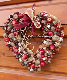 Christmas Door Wreaths, Handmade Christmas Decorations, Heart Decorations, Christmas Mood, Holiday Wreaths, Rustic Christmas, All Things Christmas, Christmas Crafts, Holiday Decor