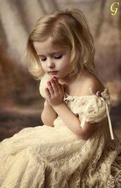Miminka Fotografie: roztomilé děti Obrázky s bílými šaty   Miminka Obrázky
