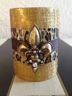 Spun gold glitter leopard fleur de lis candle