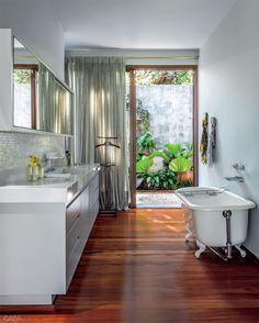 Banheiros: cinco ambientes com conforto total no banho - Casa