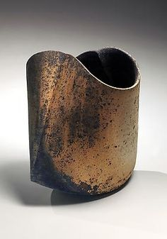 Japanese artist, Mihara Ken experiments with multiple firing techniques of his ceramics. More details on his technique can be found at the Toku-art site. See Blogroll for a link under Mihara Ken.   Decanted