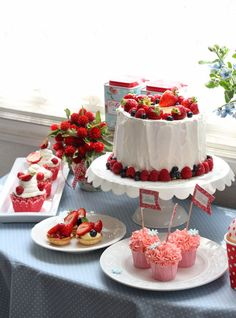 strawberry, raspberry, blueberry, blackberry, red currant, cake, sweets party