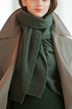 Szale oversize, długie szaliki - trendy jesień-zima 2014/2015, Lemaire, fot. Imaxtree