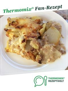 Potato and kohlrabi bake with minced meat from Mupfl. A Thermomix ® recipe from the main course with vegetables category at www.de, the Thermomix ® community. Potato and kohlrabi bake with minced meat Sandra Braun Thermomix Pot Potato Recipes, Pork Recipes, Lunch Recipes, Healthy Recipes, Vegetarian Recipes, Chou Rave, Minced Meat Recipe, Hamburger Meat Recipes, Carne Picada