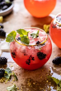 for your spring (and summer) Saturday Cocktail festivities.the bubbly seals the deal! Cocktails Champagne, Vodka Drinks, Summer Cocktails, Cocktail Drinks, Cocktail Recipes, Alcoholic Drinks, Beverages, Margarita Recipes, Cocktail List