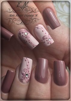 The advantage of the gel is that it allows you to enjoy your French manicure for a long time. There are four different ways to make a French manicure on gel nails. Mauve Nails, Pink Nails, Glitter Nails, Gel Nails, Nail Polish, Coffin Nails, Glitter Acrylics, Pink Glitter, Ongles Beiges