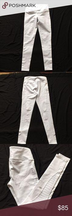 Alo Yoga pants size XS White Alo Yoga pants size XS. Store display. ALO Yoga Pants Leggings