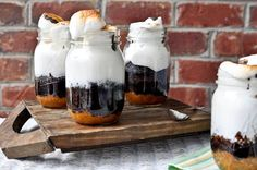 Smores in a jar? Smores in a jar? Smores in a jar? Best Dessert Recipes, Fun Desserts, Sweet Recipes, Delicious Desserts, Yummy Food, Jar Recipes, Holiday Desserts, Recipies, Recipe Ideas