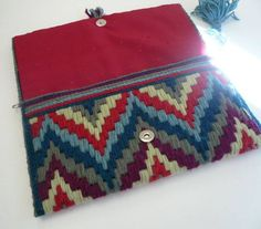 Plastic Canvas Clutch Tutorial - Dream a Little Bigger Plastic Canvas Stitches, Plastic Canvas Patterns, Embroidery Patterns, Hand Embroidery, Crochet Patterns, Fabric Yarn, Fabric Crafts, Broderie Bargello, Sacs Tote Bags