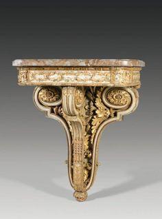 Console d'applique en bois très finement sculpté, laqué gris et doré.