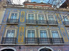 12 Reasons to Fall in Love with Lisbon - by The Culture Map 15.05.2014 | Photo: colourful buildings in Lisbon