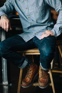 Red Wing Shoes carries a full line of work boots for all industries and work sites. Red Wing boots are safety boots that are comfortable enough for all day wear. Red Wing Boots, Botas Red Wing, Sharp Dressed Man, Well Dressed, Rugged Style, Stylish Men, Men Casual, Estilo Hipster, Estilo Grunge