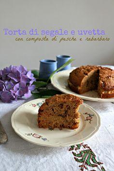 torta con farina di segale e composta di pesche e rabarbaro